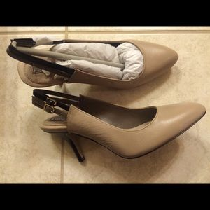 Banana Republic nude pump